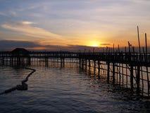 Puesta del sol del pueblo pesquero  Foto de archivo libre de regalías