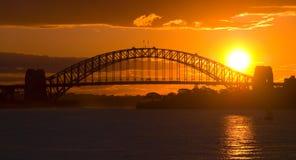 Puesta del sol del puente de puerto de Sydney Imagen de archivo libre de regalías