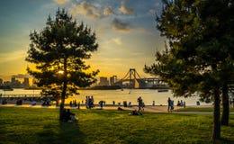 Puesta del sol del puente del arco iris fotografía de archivo libre de regalías
