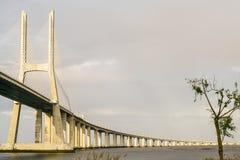 Puesta del sol del puente del gama de Vasco DA Fotografía de archivo