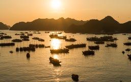 Puesta del sol del puerto de Cat Ba imagen de archivo libre de regalías