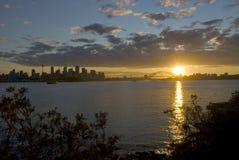 Puesta del sol del puerto de la ciudad de Sydney Fotos de archivo libres de regalías