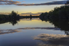 Puesta del sol del río fotografía de archivo
