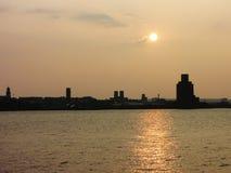 Puesta del sol del río de Mersey - Liverpool Imagen de archivo libre de regalías