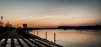 Puesta del sol del Riverbank Foto de archivo libre de regalías