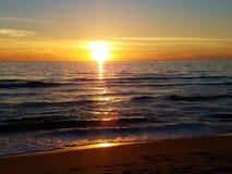 Puesta del sol del rosa del amarillo anaranjado en la playa malibu 4k Fotos de archivo libres de regalías
