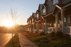Puesta del sol del suburbio Imagenes de archivo