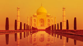 Puesta del sol del Taj Mahal, la India Imagenes de archivo
