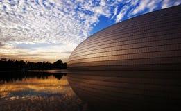 Puesta del sol del teatro magnífico nacional en Pekín Fotos de archivo