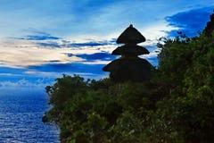 Puesta del sol del templo de Pura Uluwatu Fotos de archivo