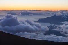 Puesta del sol del top de la montaña Imagenes de archivo