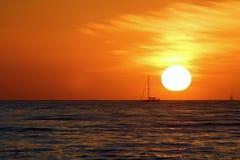 Puesta del sol del velero Foto de archivo libre de regalías