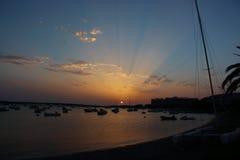 Puesta del sol del verano de Mazing sobre el lago del DES Peix de Estany en Formentera, Balearic Island, España foto de archivo libre de regalías
