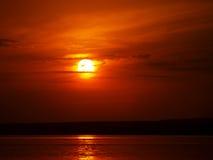 Puesta del sol del verano en el lago Foto de archivo libre de regalías