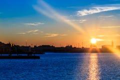 Puesta del sol delante de la ciudad de Trieste Imágenes de archivo libres de regalías