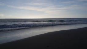 Puesta del sol delante del mar Imagenes de archivo