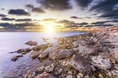 Puesta del sol deliciosamente brillante Imágenes de archivo libres de regalías