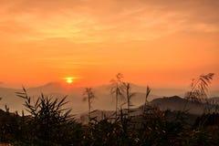 Puesta del sol después de la montaña Imágenes de archivo libres de regalías