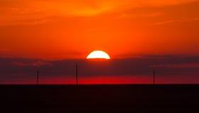 Puesta del sol detrás de la nube Fotos de archivo