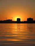 Puesta del sol detrás de St Petersburg Foto de archivo