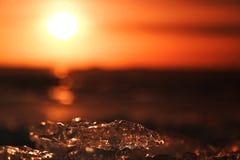 Puesta del sol detrás del hielo Fotos de archivo