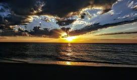 Puesta del sol Devon de la playa imagenes de archivo