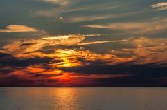 Puesta del sol dramática de la tarde Fotos de archivo libres de regalías