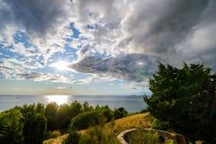 Puesta del sol dramática sobre el mar Imagen de archivo