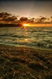 Puesta del sol dramática sobre el mar Foto de archivo