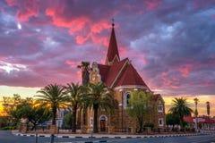 Puesta del sol dram?tica sobre Christchurch, Windhoek, Namibia imagen de archivo libre de regalías