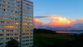 Puesta del sol durante el tiempo de la tarde de la torre Fotografía de archivo