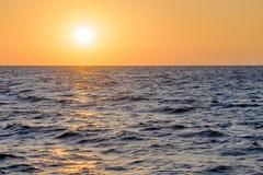 Puesta del sol, el Mar Negro, Sochi, Rusia fotos de archivo libres de regalías