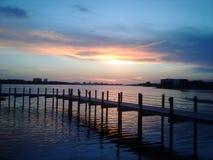 Puesta del sol del embarcadero del Golfo de México Saint Andrews del vista de la playa de la Florida ciudad de Panamá imagen de archivo libre de regalías