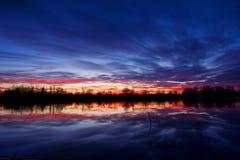 Puesta del sol en último otoño imagen de archivo