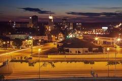 Puesta del sol en Akron céntrica Imagen de archivo libre de regalías