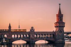 Puesta del sol en Berlín foto de archivo