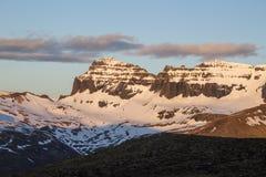 Puesta del sol en Borgarfjordur en Islandia Fotos de archivo libres de regalías