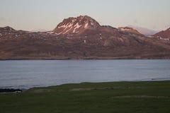 Puesta del sol en Borgarfjordur en Islandia Fotografía de archivo