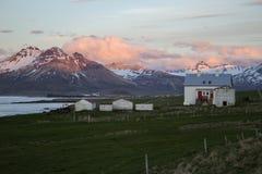 Puesta del sol en Borgarfjordur en Islandia Imágenes de archivo libres de regalías