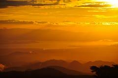 Puesta del sol en bosque de la nube Imagen de archivo libre de regalías