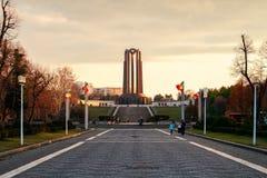 Puesta del sol en Bucarest imagen de archivo libre de regalías
