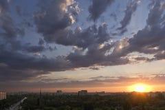 Puesta del sol en Bucarest Fotografía de archivo libre de regalías