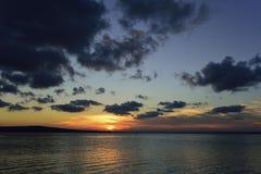Puesta del sol en Burgas, Bulgaria Imagenes de archivo