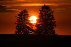 Puesta del sol en campo francés imagen de archivo