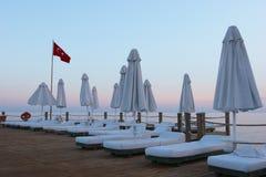 Puesta del sol en centro turístico turco Fotos de archivo libres de regalías