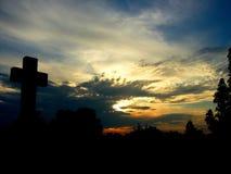 Puesta del sol en cielo foto de archivo
