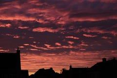 Puesta del sol en ciudad holandesa Imagen de archivo libre de regalías