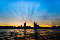 Puesta del sol en Colonia foto de archivo