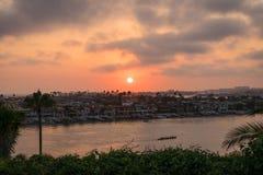 Puesta del sol en Corona Del Mar Imagen de archivo libre de regalías