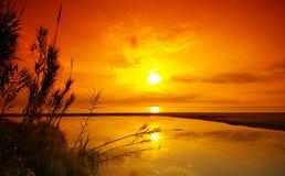 Puesta del sol en costa mediterránea Imagen de archivo